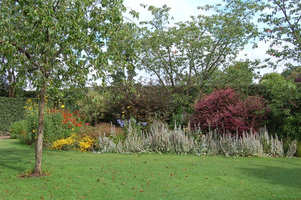 Barnsdale - a garden of memories (3/6)